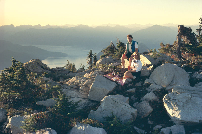 Picnic am Howe Sound, nördlich von Vancouver in den Coast Mountains.